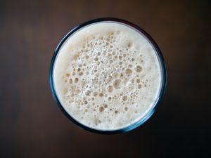 在宅勤務中の飲酒の実態<40%の人が酒飲みながら仕事>